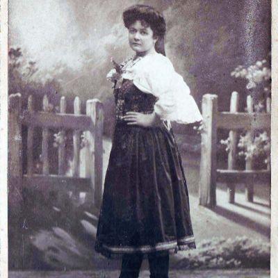 M. H. Choteková chodievala v krupskom kroji a hovorila miestnym nárečím